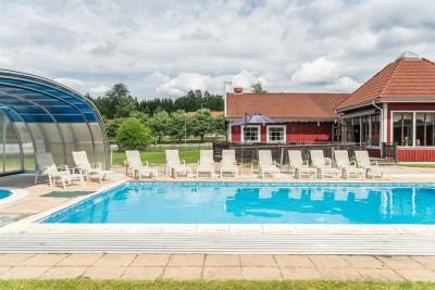 Exteriör med pool, Hotell Vrigstad