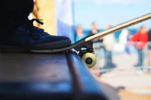 Fot, skateboard, ramp.
