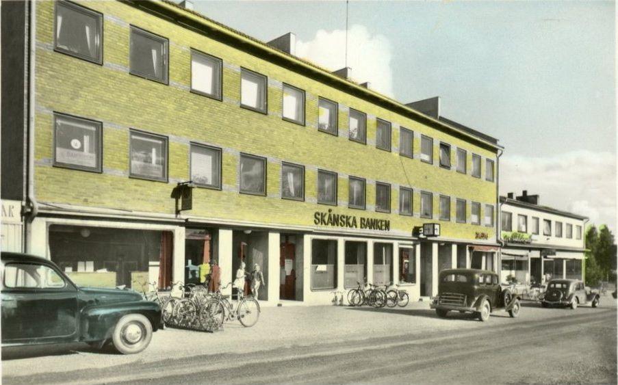 Gammalt vykort visar Centrumgatan.