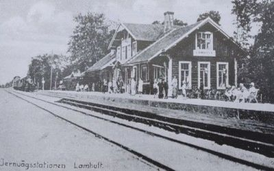 Lammhults järnvägsstation på gammalt vykort