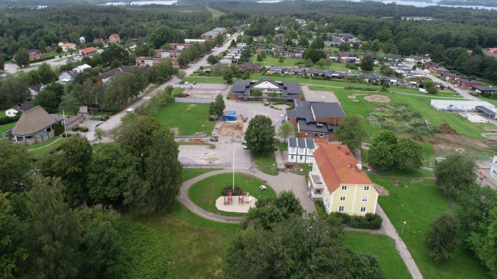 Flygbild över skolbygget 27 juli 2020