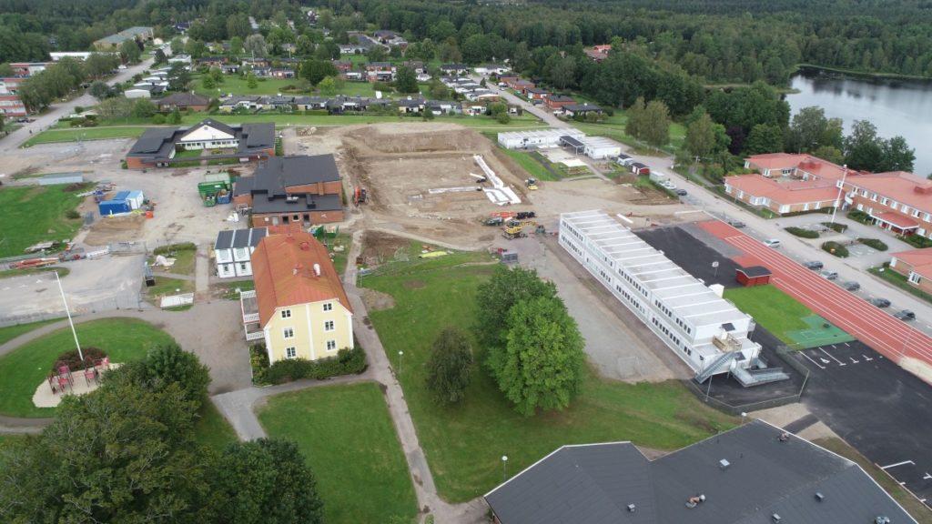 Flygbild över skolbygget 30 augusti 2020