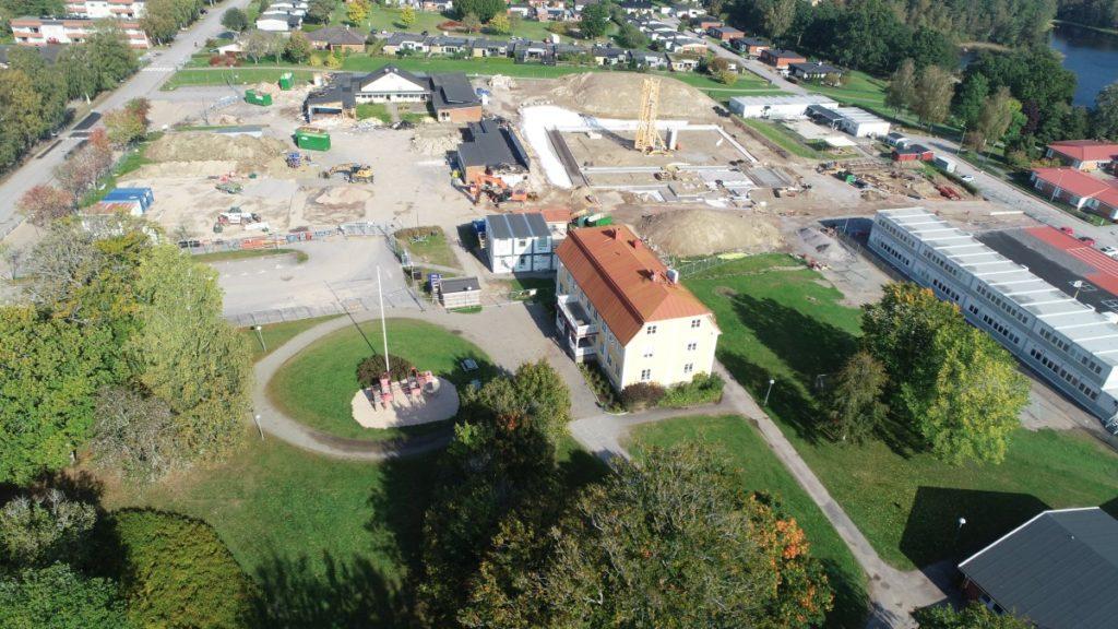 Flygbild över skolbygget 27 september 2020