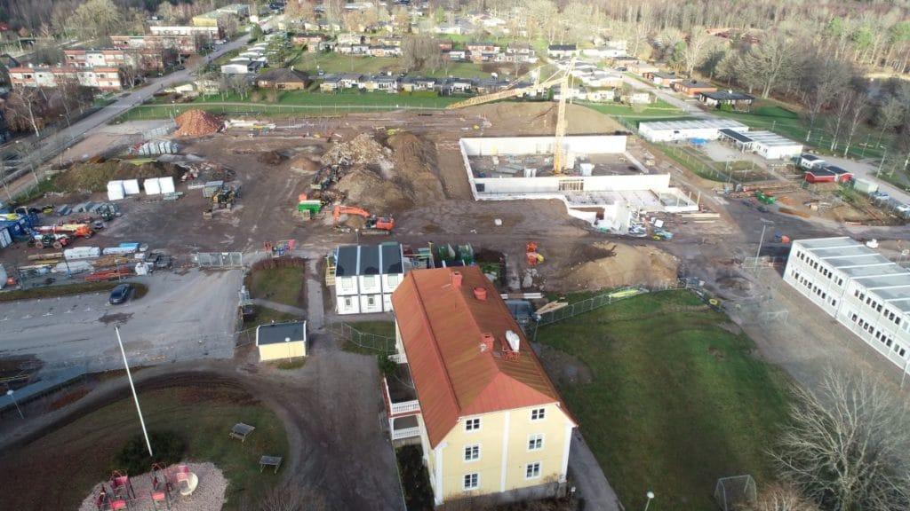 Flygbild över skolbygget
